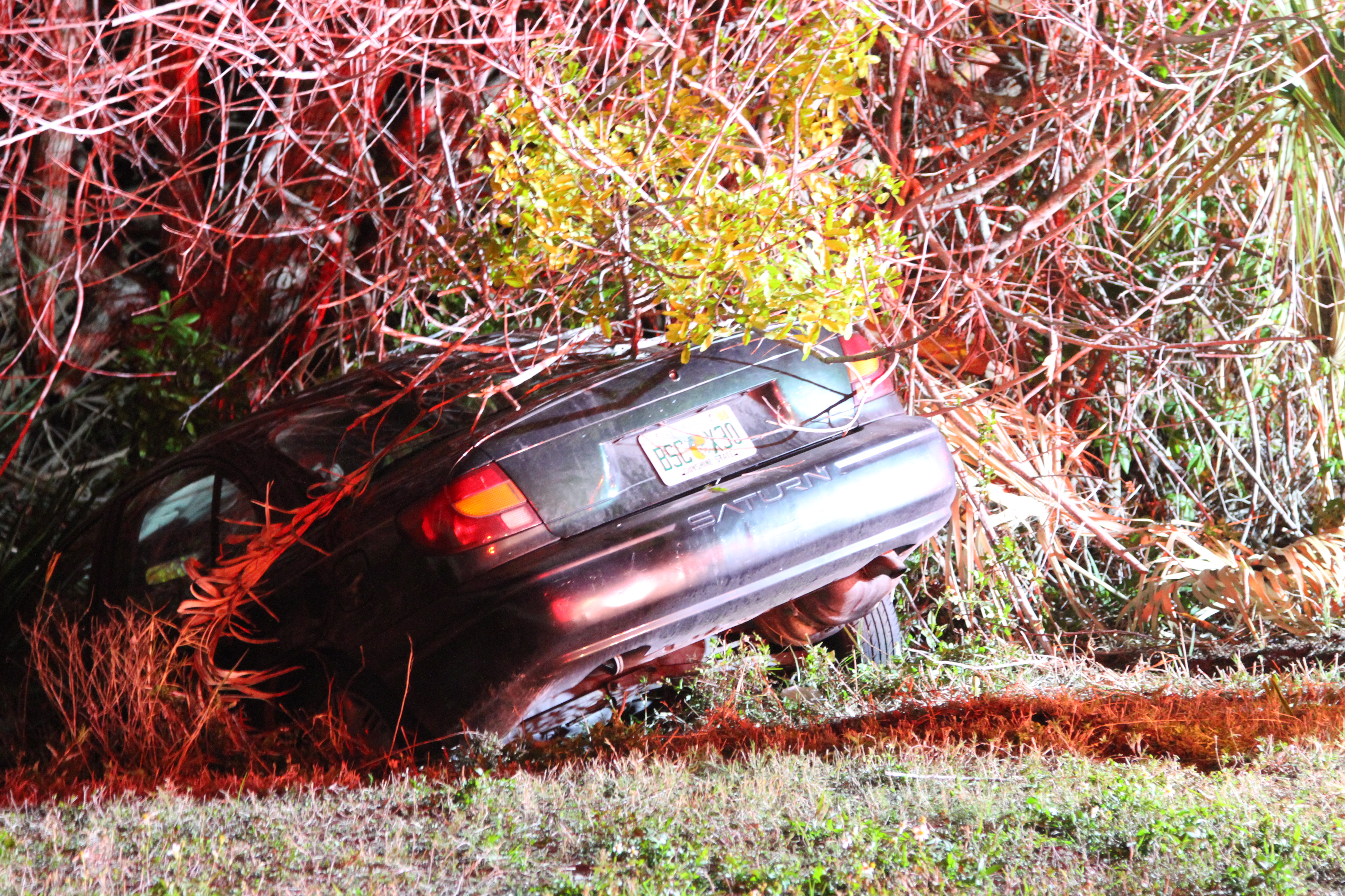 Vehicle crashes into ditch after leaving the roadway in Largo