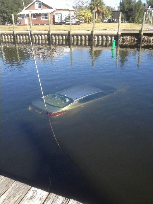 Submerged vehicle in Tarpon Springs reported stolen