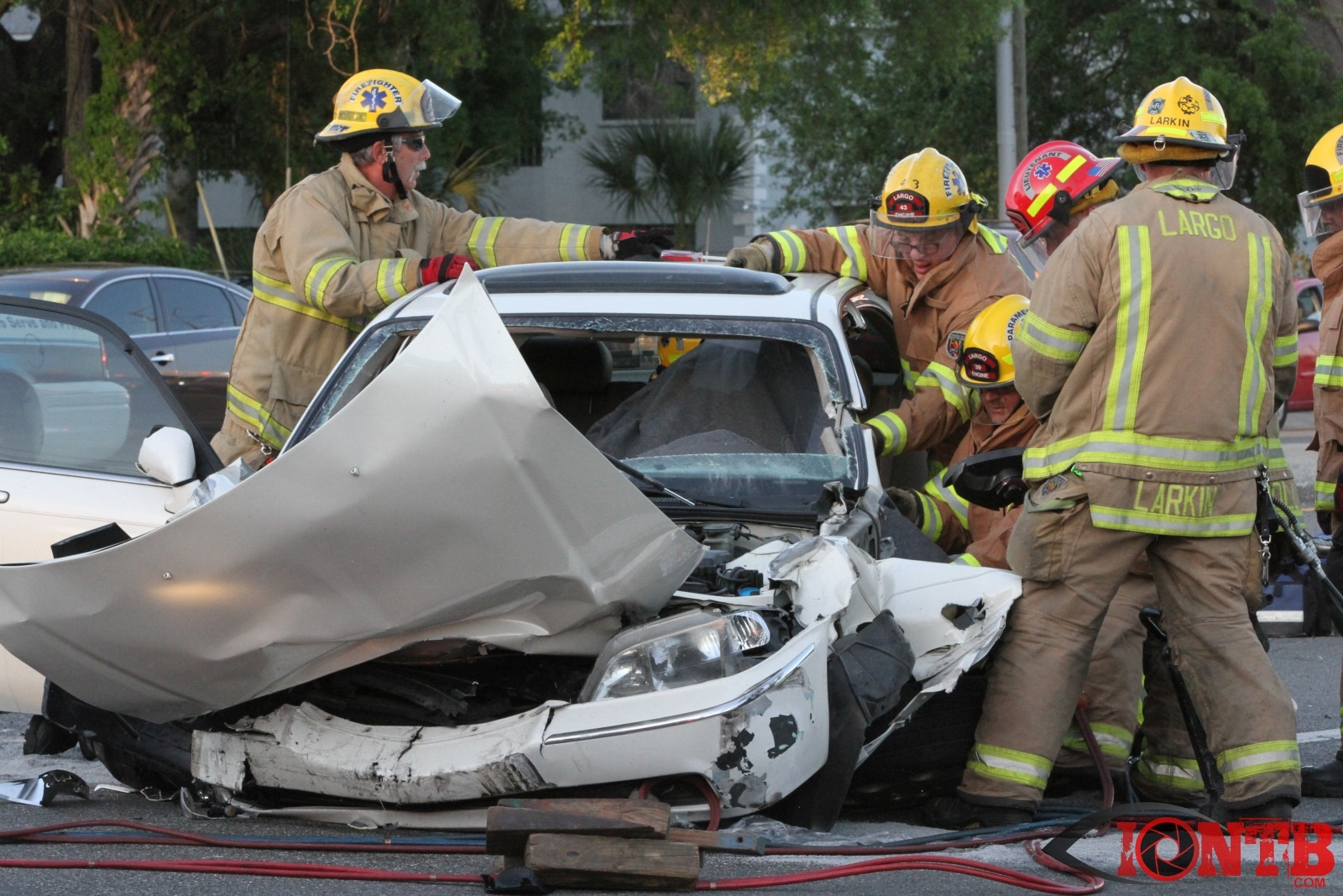 Four Vehicle Crash Closes East Bay Drive In Largo
